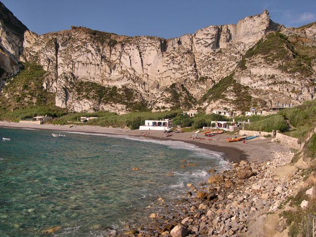 La meravigliosa baia di Palmarola